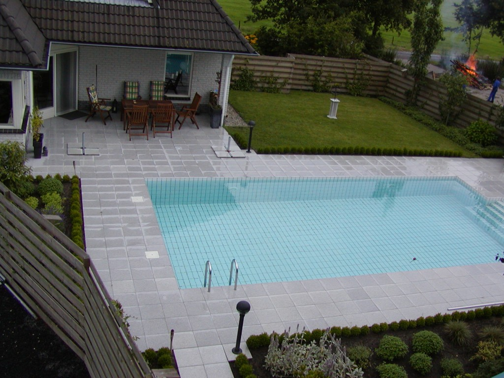 Zwembad in de tuin trendy intex zwembad tuin swimming for Groot rond zwembad